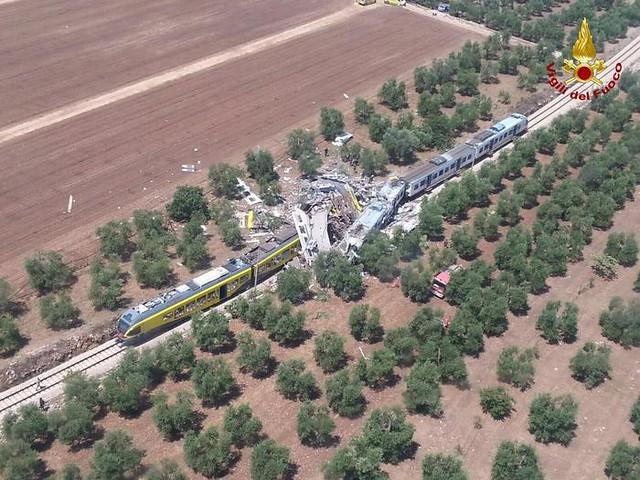 scontro frontale tra treni bari nord