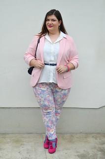 Outfit rosa, bianco e blu