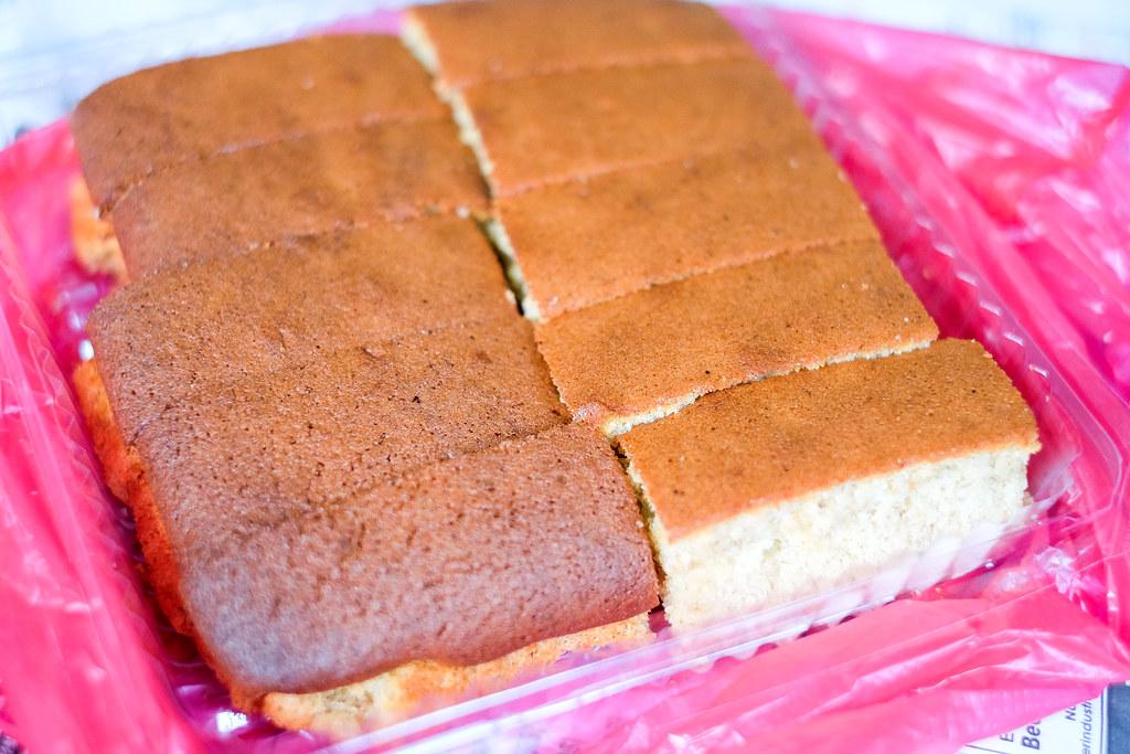 Johor Bahru Checkpoint Food:Hiap Joo Bakery Banana Cakes