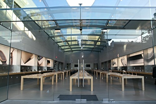 apple store on Easter