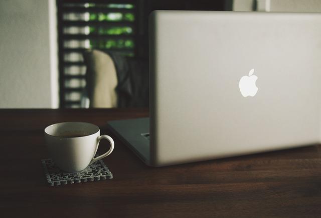 macbook-480221_640