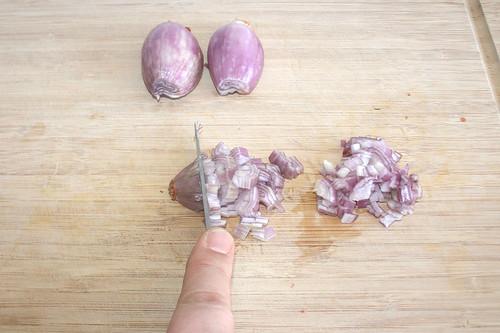 52 - Schalotten würfeln / Dice shallots