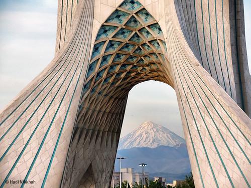 Azadi Tower and Mount Damavand in Tehran  برج آزادی و کوه دماوند در یک روز پاک تهران