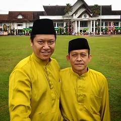 Foto bersama bapak Kasubbag Tata Usaha, Kantor Penanaman Modal dan Pelayanan Terpadu, Kabupaten Mempawah.