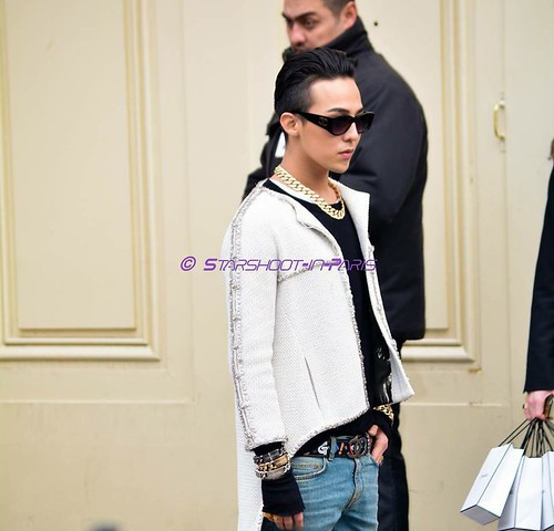 G-Dragon - Chanel Fashion Show - 27jan2015 - StarshootinP - 08