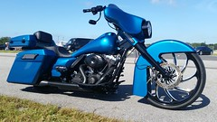 Harley-Davidson FLHX Custom