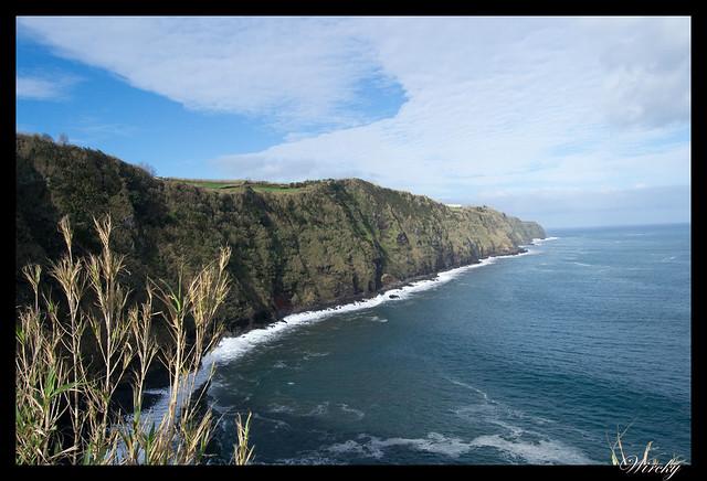 Acantilados desde el Faro de Nordeste Ponta do Arnel