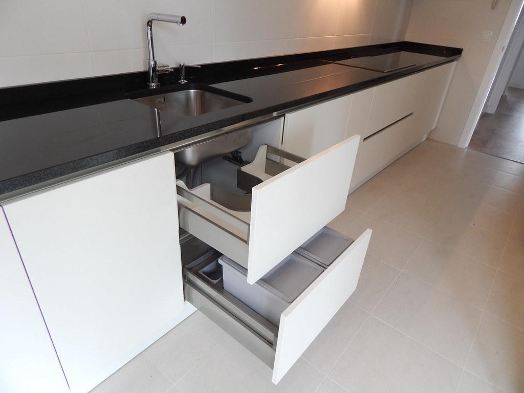 Muebles de cocina modelo lasser soft con gola - Interiores de cajones de cocina ...