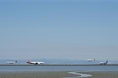 2 Narrow arriving 2 Wide departing SFO Runways 28L & 28R DSC_0706
