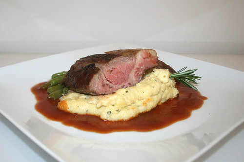 75 - Rack of lamb on spearmint polenta - Side view / Lammkarree auf geminzter Polenta - Seitenansicht
