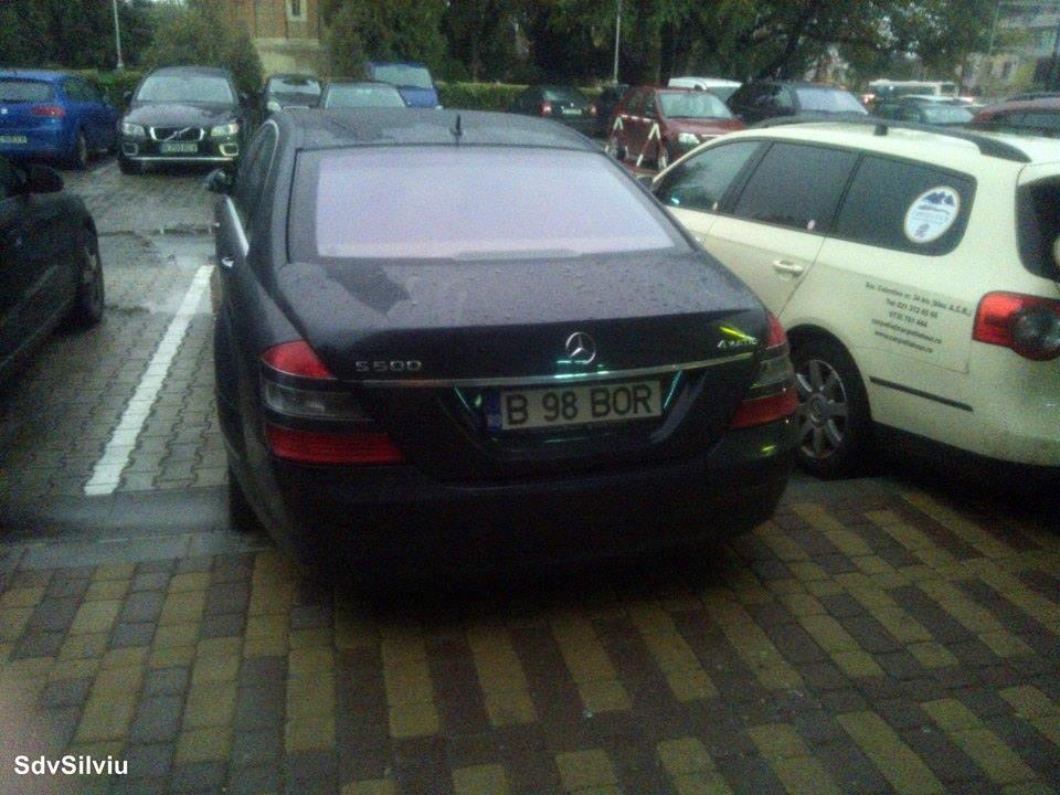 În parcarea unui hotel din Iaşi.