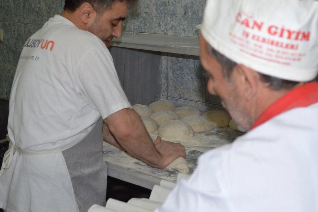Turkish bakers making the original Trabzon ekmegi