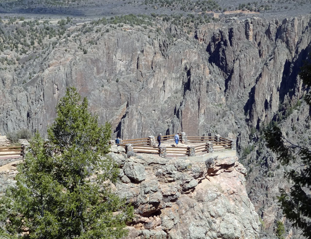 tourists overlook pictures black canyon