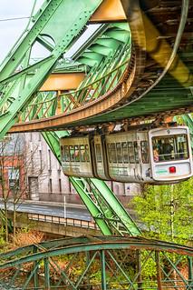 Vorwerk. Hängt an Wuppertal - und das schon seit 130 Jahren ....