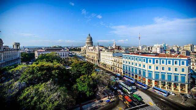 Vista de Parque Central desde una terraza, a mi espalda comienza Habana Vieja