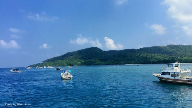 ダイビング船がいっぱい集合w 心地よい晴天が続いてます♪