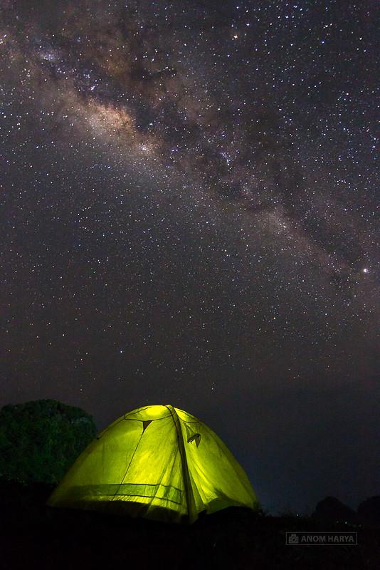 Camping dan bermalam di Pantai Goa Cina