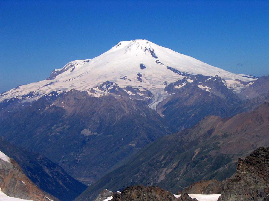 24. carstensz pyramid puncak jaya, papua via yukpegi.com