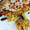 بین پیتزاهای گراش هنوز #پینزا زیتون جلوتر است. آنچه میبینید پیتزا یونانی تند است. یا من خیلی گرسنه بودم یا پیتزا به قدر راضیکننده #خوشمزه بود.