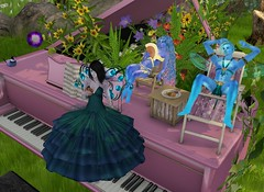 Petite Piano Picnic