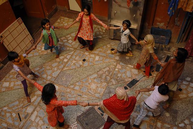 Girls playing and reading Quran at Bachon Ka Ghar, Matia Maha (Credit: Sanjay Vishwakarma, The Sunday Guardian)