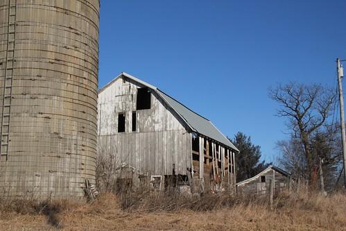 Seneca, Wi- Old silo, barn & shed