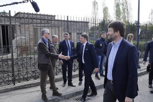 """MIBACT ARCHEOLOGICA & RESTAURO ARCHITETTERA. MIBACT & POMPEI: """"Scavi di Pompei: cinque anni, cinque ministri, un governatore,"""" napolimonitor.it (15 04 2015).  Foto: Renzi a Pompei, La Repubblica (18 04 2015)."""