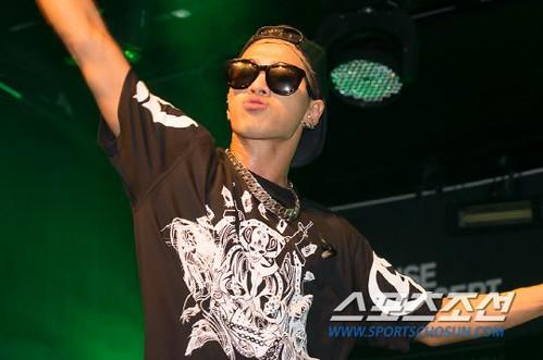 Taeyang_BUSAN_mini-concert_20140627 (4)