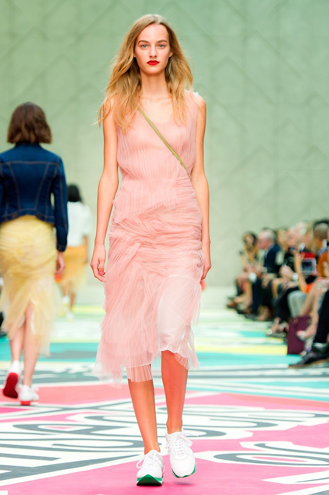3-3 Burberry Prorsum Womenswear Spring Summer 2015 Collection - Look 7