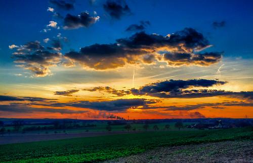 sunset sun germany landscape deutschland sonnenuntergang smoke feld felder wolken ostern landschaft sonne hdr iphone osterfeuer niedersachsen lowersaxony barsinghausen barrigsen iphone6plus