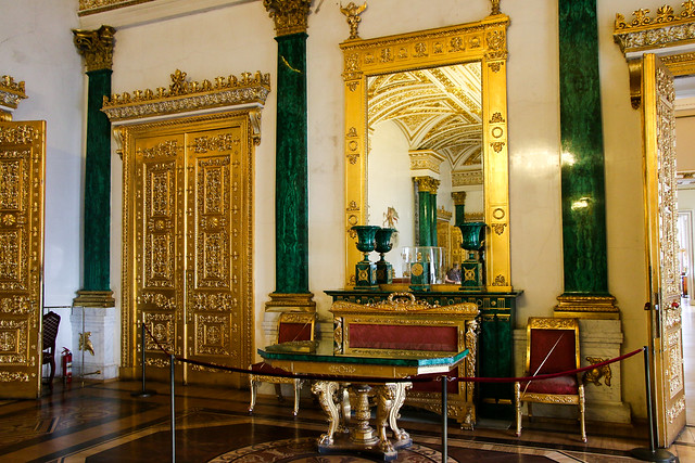The Malachite Room in Hermitage Museum, Saint Petersburg, Russia サンクトペテルブルク、エルミタージュ美術館の「孔雀石の間」