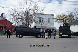 Armored police raid in Niagara Falls, New York