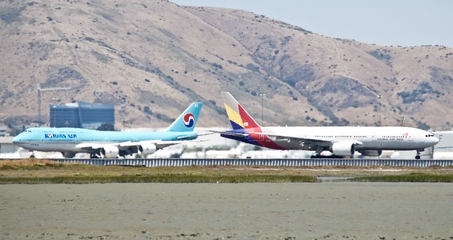 Heatwaves... Korean Air 747-8 Asiana 777 -200 DSC_0686