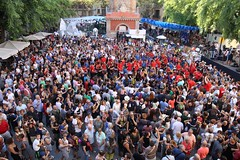 dg., 14/08/2016 - 19:01 - Ada Colau visita els carrers guarnits i assisteix al pregó de la Festa Major de Gràcia