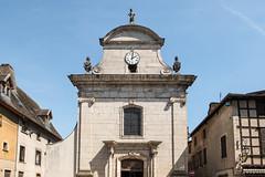Façade (XVIIIe s.) de l'église Notre-Dame de Pont-de-Vaux (Ain, France)