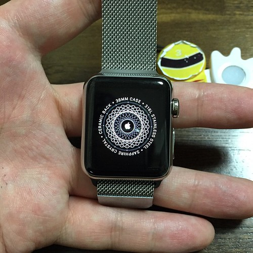 Apple WatchをiPhoneとペアリングして設定している最中に表示されてる画面。なんかかっこいい。