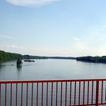 Auf der Brücke über die Donau zwischen Serbien und Kroatien