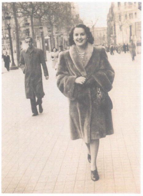 Maria Eugénia passeia nas Ramblas, Barcelona, 1947