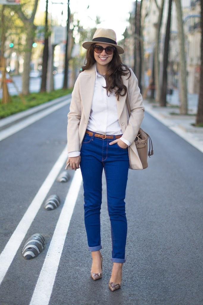 Cómo combinar un abrigo beige en tu look de primavera