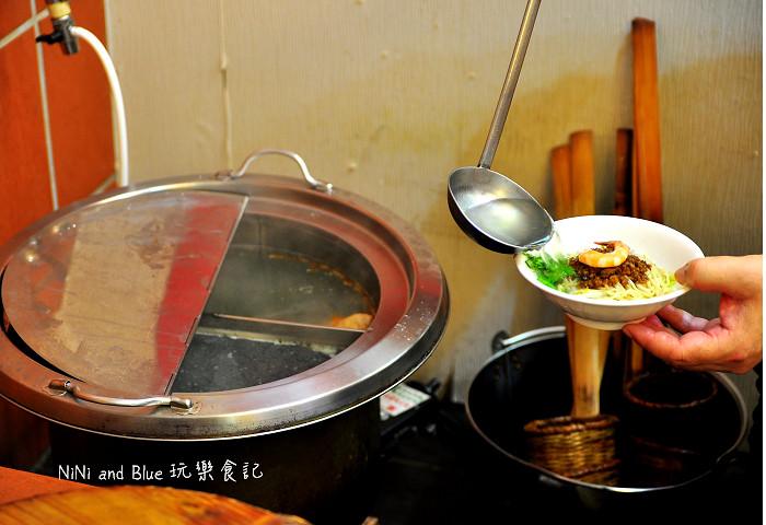 17494822833 a283413e5a b - 李蕃薯担仔麵,一碗台南担仔麵,傳承一世人的回憶,桂蒜香酥鴨,美味萬壽公園對面