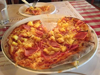 Hawaiian Pizza at Manolo, Panama City.