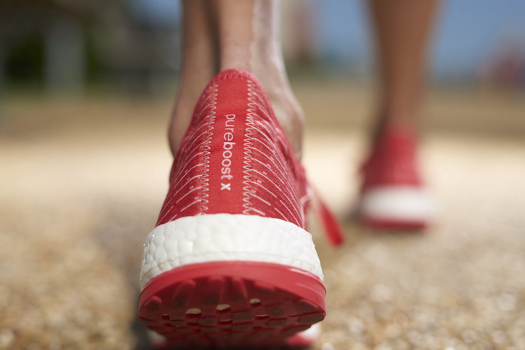 結合放射狀大底設計,PureBOOST X讓足部在運動時能實行極大幅度的彎曲動作並維持自然的律動,避免運動可能造成的傷害