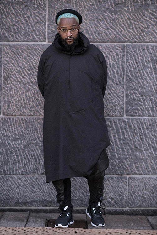 黒コーデ シェルパーカー+adidasチューブラー