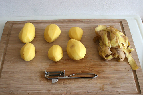 44 - Kartoffeln schälen / Peel potatoes