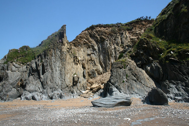 Minor cliff fall near Thurlestone