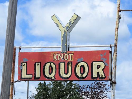 minnesota motley vintagesign vintageneonsign neonsign liquorstore highway10 route10 usroute10 yknot