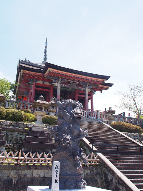 清水寺西門下的盤龍柱