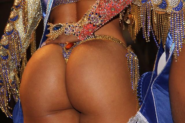 Quem não gosta que vire logo purpurina - Rio 2016 Olympics - RIO DE JANEIRO - BRASIL - RIO2016 - BRAZIL #CLAUDIOperambulando - ELEIÇÂO REI RAINHA DO CARNAVAL RIO DE JANEIRO - ELEIÇÂO REI RAINHA DO CARNAVAL #COPABACANA