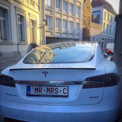 Un Tesla! 100% electrico.