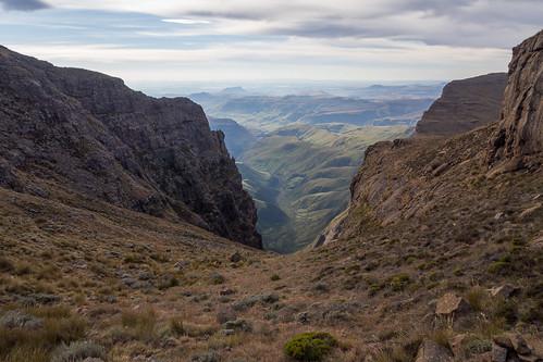 landscape southafrica hiking olympus omd lesotho kwazulunatal drakensberg em5 monkscowl cathkinpark injisuthi shipsprowpass
